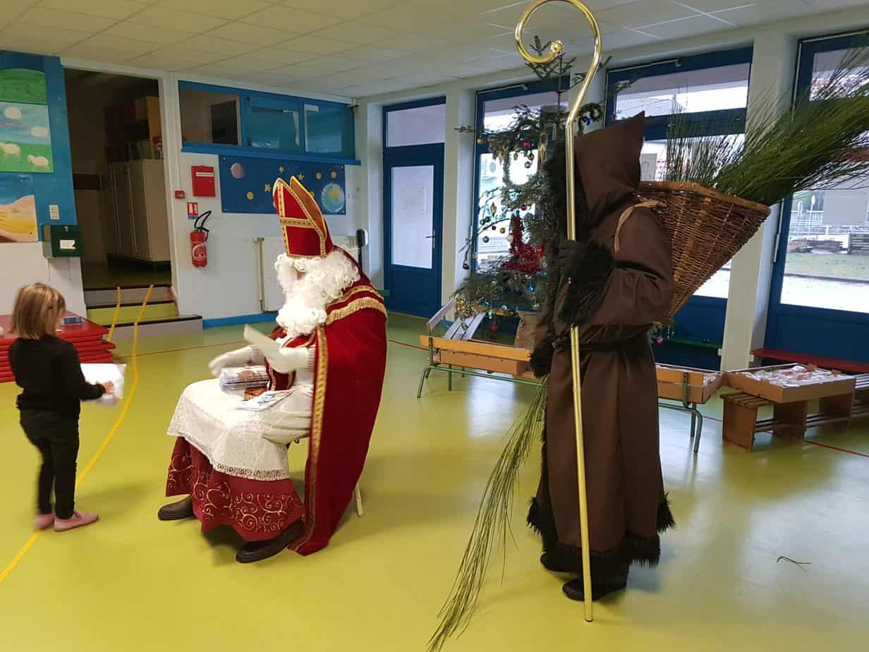 Saint Nicolas en visite dans les écoles maternelles et primaires de Granges- Aumontzey